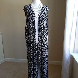 LulaRoe Joy vest- black with white floral, XL